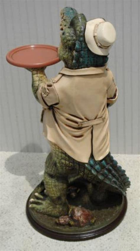 alligator butler waiter statue  tray restaurant