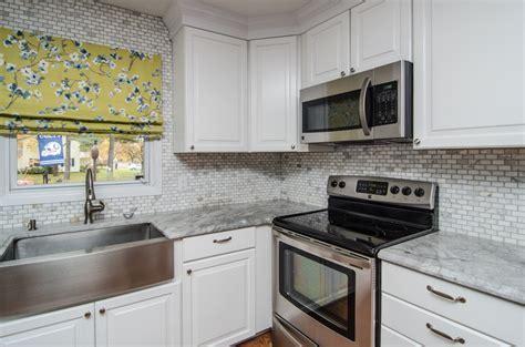 Super White Granite Kitchen Countertops > Natural Stone