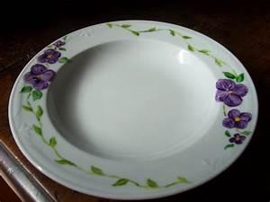Assiette Plate Originale : assiette plate pens es violettes assiette porcelaine peinte la main mod le unique ~ Teatrodelosmanantiales.com Idées de Décoration