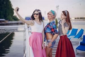 Junge Mädchen Fotos : junge m dchen die eine selfie bekommen download der kostenlosen fotos ~ Markanthonyermac.com Haus und Dekorationen