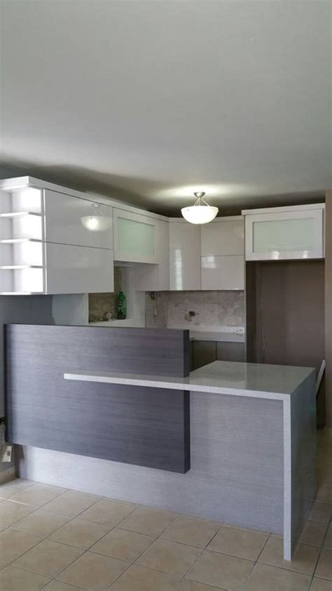 cocina moderna  gabinetes en pvc gris  blanco