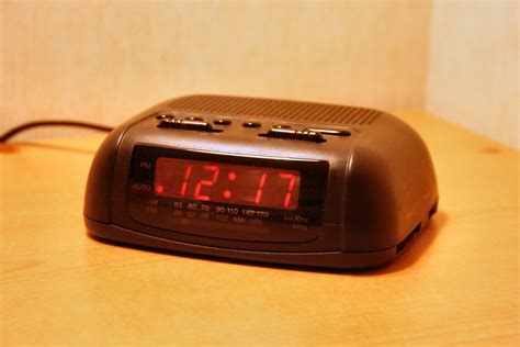 Digital-clock-radio-basic.jpg