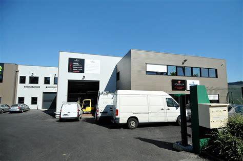 m駭age dans les bureaux bâtiment métallique cubique étage bureaux atelier stockage accueil et surface commerciale