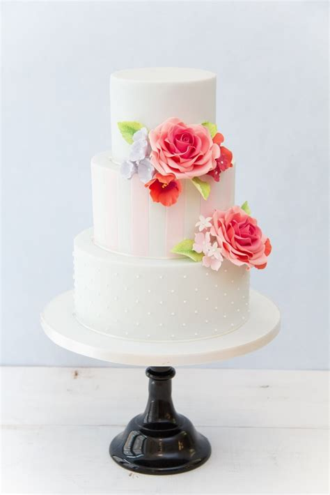 modern wedding cake baking  decorating