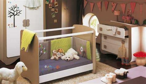 chambre bébé colorée déco chambre bebe fly