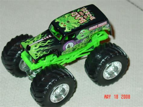 monster trucks grave digger bad to the bone 1 64th monster truck diecasts