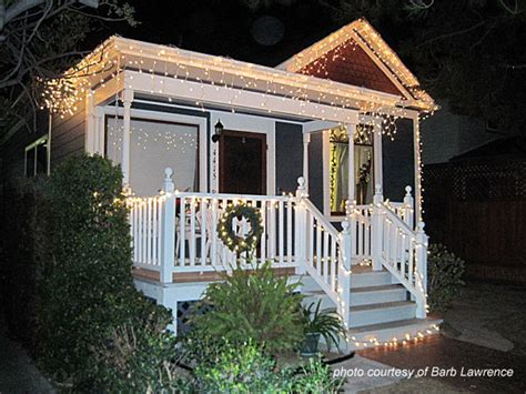 how to put christmas lights on house houses decorated with christmas lights