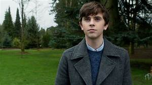 How to Dress Like Norman Bates (Bates Motel) | TV Style Guide