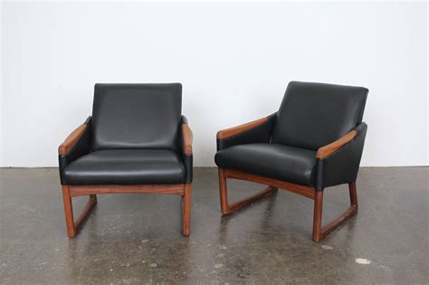 mid century modern leather lounge chairs at 1stdibs