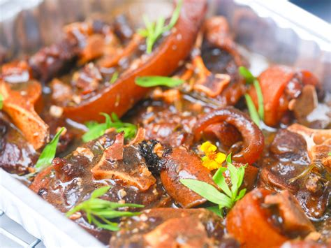 how to cook oxtail 3 ways to cook oxtails wikihow