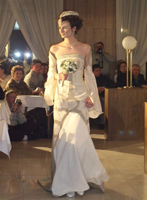 lord of the rings themed wedding dresses wedding rings pictures lord of the rings wedding gowns