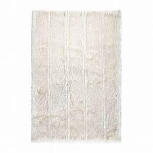 Tapis Blanc Fausse Fourrure : tapis feel blanc fausse fourrure ligne pure 190x300 ~ Teatrodelosmanantiales.com Idées de Décoration