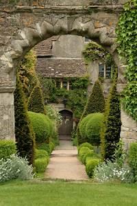 File:Abbey House Gardens Malmesbury 2.jpg