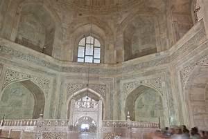 File:Interior of the Taj Mahal 05.jpg - Wikimedia Commons