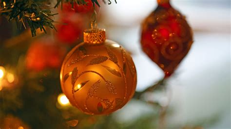 Christmas is a time of sharing and giving. 45+ Ultra HD Christmas Wallpapers on WallpaperSafari