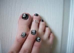 White floral toenail easy nail designs for short nails