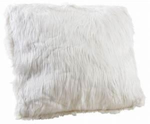 Coussin Fourrure Blanc : coussin blanc imitation fourrure ~ Teatrodelosmanantiales.com Idées de Décoration