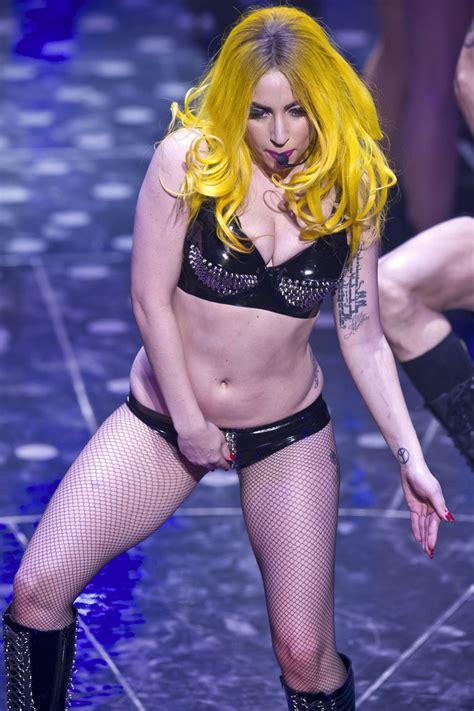 Upskirt Celebs Lady Gaga's Ass Crack