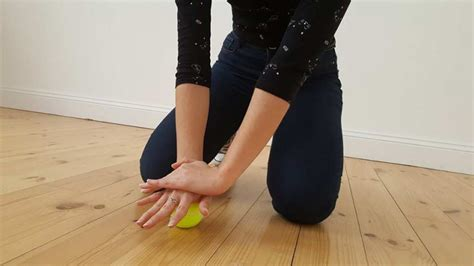 7 TennisballTricks lösen Muskelschmerzen und Verspannungen