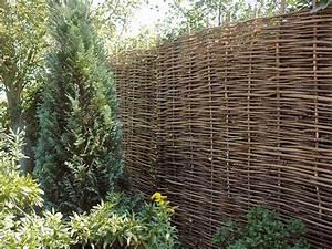 Natürlicher Sichtschutz Garten : haselnusszaun nat rlicher traditioneller flechtzaun h r ~ Michelbontemps.com Haus und Dekorationen