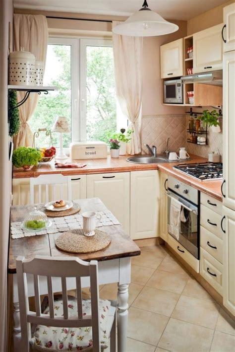 Einrichtung Kleiner Kuechekleine Kueche In Weiss 3 by Die Besten 25 Ikea K 252 Che Landhaus Ideen Auf