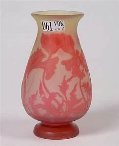 Petit Vase En Verre : petit vase balustre de style art nouveau en verre multicouch ~ Teatrodelosmanantiales.com Idées de Décoration