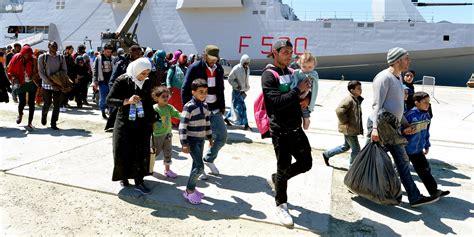 bureau de l immigration migrants 15 chiffres qui donnent l 39 leur du défi en europe