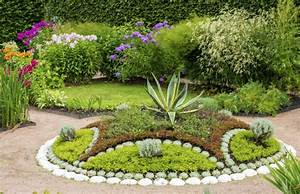 20 gorgeous plant garden ideas for your backyard housely for Plants for garden