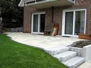 Steine Für Terrasse : stein terrasse mit treppe zum h henausgleich ~ Michelbontemps.com Haus und Dekorationen