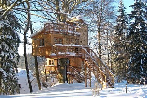 Baum Haus Hotel by Baumhaushotel Ferienhof Und Baumhaushotel Im Allg 228 U
