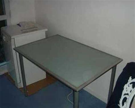 bureau plateau verre bureau avec plateau en verre trempé ikea vika lauri