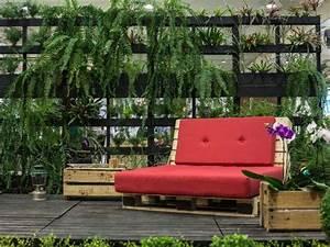 Canapé Jardin Bois : salon de jardin palette bois fabrication avantages entretien ~ Teatrodelosmanantiales.com Idées de Décoration