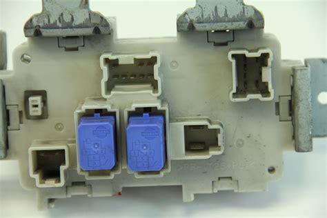 Fuse Box For 2004 Infiniti G35 by Infiniti G35 Coupe 2003 2004 Dash Fuse Box Junction