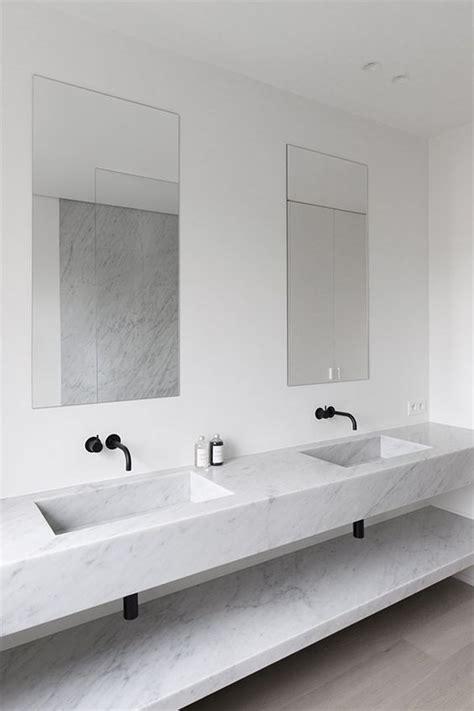 perfect marble bathrooms  black fixtures