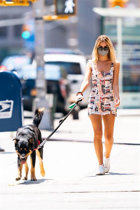 Emily Ratajkowski White Leather Veja Sneakers Street Style ...