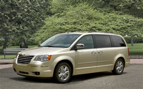 Minivan Cars : 2010 Chrysler Town & Country News And Information