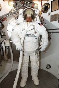 Space in Images - 2006 - 08 - Fuglesang during EVA ...