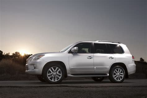 lexus luxury 2013 lexus lx 570 luxury suv an overview machinespider com