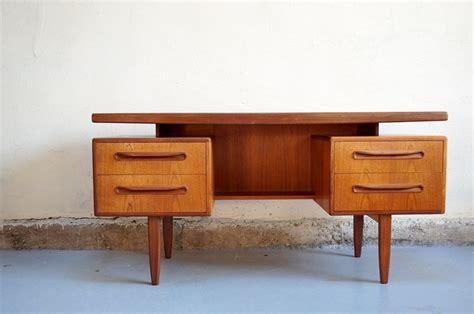bureau vintage 馥s 50 vendu bureau scandinave g plan design ées 60 vintage danois retro ée teck desk adulte enfant emiellabroc vintage retro kitch