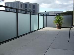 Balkongelander holz glas kreative ideen fur for Feuerstelle garten mit milchglas balkon preise