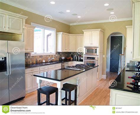 cuisine avec coin repas cuisine moderne blanche image stock image du porte micro 8012647