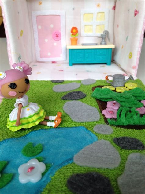 Lalaloopsy House - inside the lalaloopsy house purse i made for my