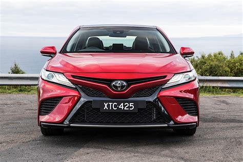 Camry hybrid offers a cleaner drive without sacrificing power or style. TOYOTA Camry specs & photos - 2017, 2018, 2019, 2020 ...
