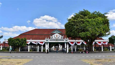 pesona wisata istana raja keraton yogyakarta  trip