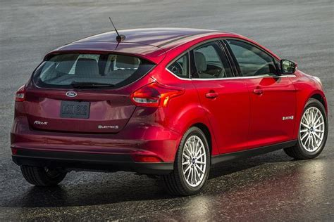 ford focus electric  car review autotrader