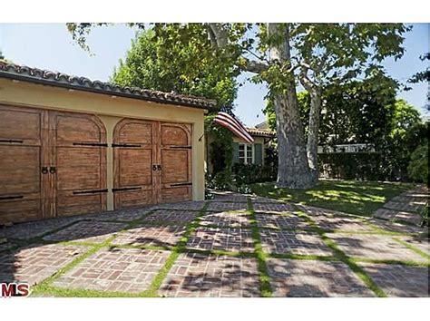 foto de Two Toluca Lake Homes Listed For Jennifer Love Hewitt
