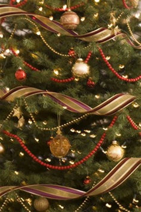 how to wrap a christmas tree with ribbon by lynne tree decorating with ribbon