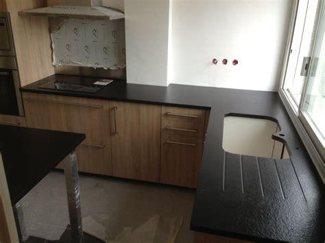 evier cuisine design plan de travail granit quartz table en mabre