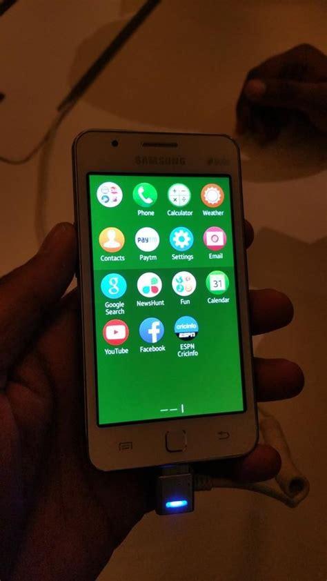 whatsapp shown running on samsung s z1 tizen smartphone is it