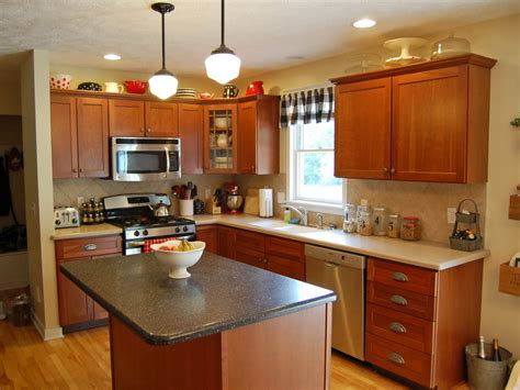 oak cabinets kitchen ideas kitchen on pinterest oak cabinets behr and benjamin moore